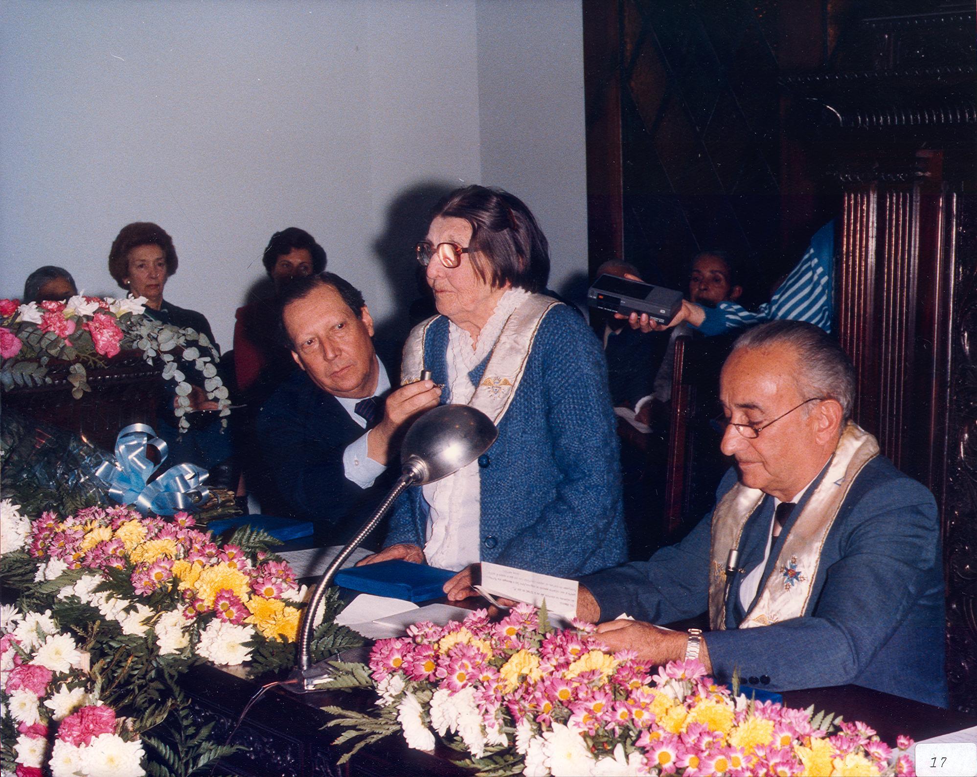 Profa. Cinira Riedel, discursando no Salão Nobre